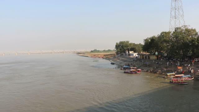 saryu river in ayodhya - ghat filmów i materiałów b-roll