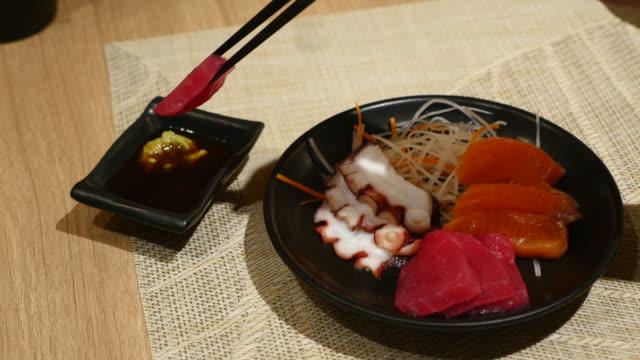 刺身バー、日本の料理、日本のレストラン ビデオ