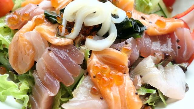 sashimi salad - abbrustolito video stock e b–roll