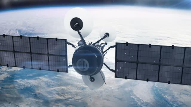 спутник на орбите. - вид со спутника стоковые видео и кадры b-roll