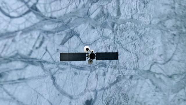 satellit som kretsar kring nära europa måne - europa bildbanksvideor och videomaterial från bakom kulisserna