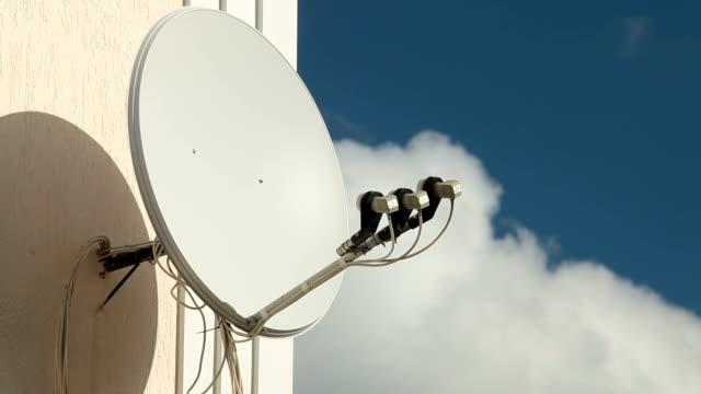 satellite empfänger gericht - essgeschirr stock-videos und b-roll-filmmaterial