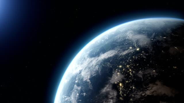 vídeos de stock, filmes e b-roll de vista de satélite da terra com luzes da cidade - estratosfera