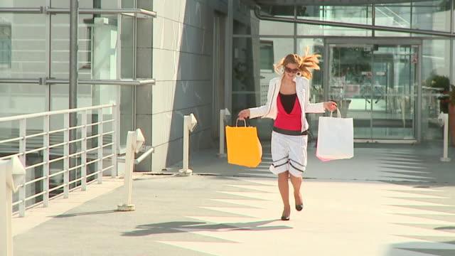 HD DOLLY: Satisfied Shopper video
