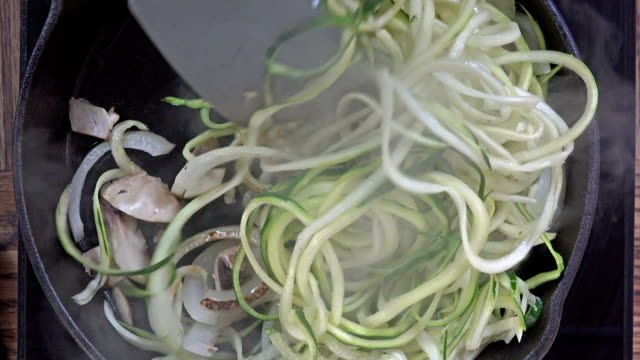 sauteing zucchini noodles - zucchini video stock e b–roll