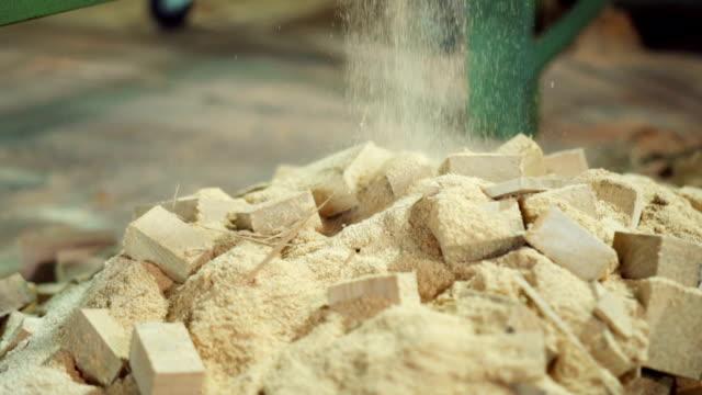 sawdust falling on the pile - segatura video stock e b–roll
