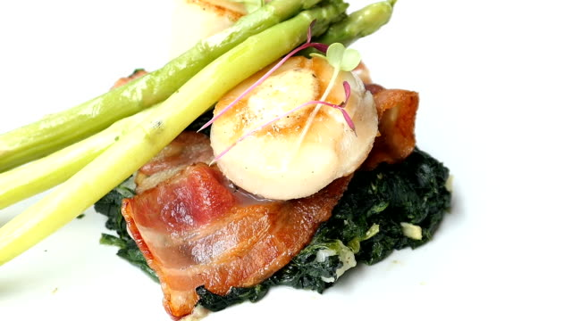 Scallops shell with bacon and asparagus Scallops shell with bacon and asparagus seared stock videos & royalty-free footage