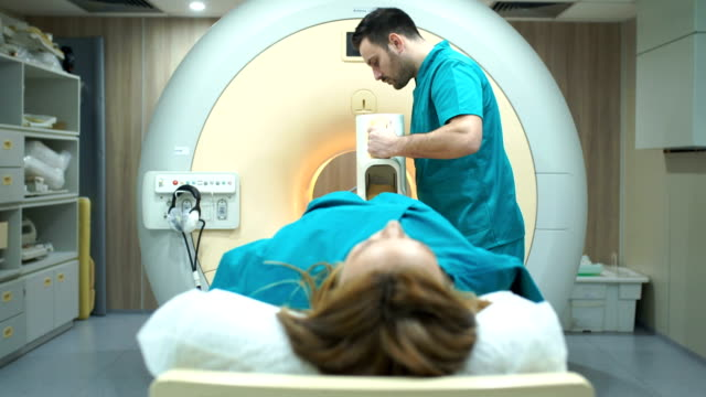 vídeos de stock e filmes b-roll de mri scan of a foot. - tomografia