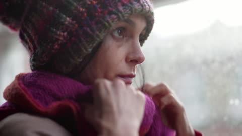 vidéos et rushes de écharpe et chapeau - froid