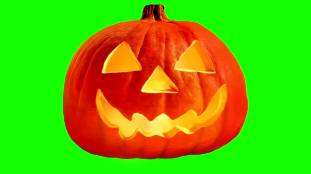 scary carved pumpkin face greenscreen - looped - zucca video stock e b–roll