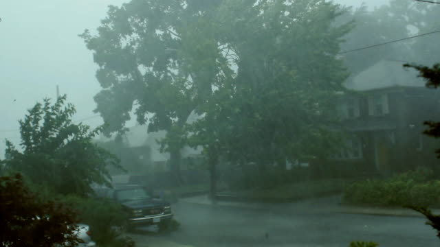 stockvideo's en b-roll-footage met scary suburban storm. - zwaar