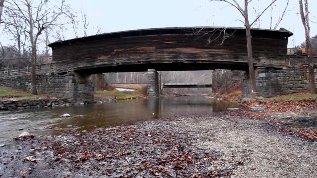 Scène van Humpback Covered Bridge in Virginia, Verenigde Staten video