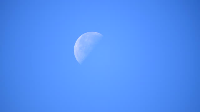scene time lapse of blue sky with moon - полумесяц форма предмета стоковые видео и кадры b-roll