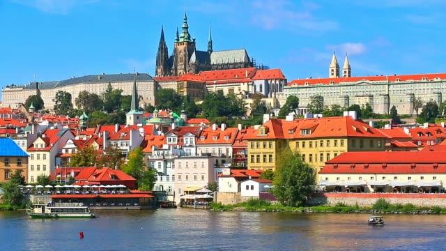 vidéos et rushes de paysage de prague, en république tchèque - prague