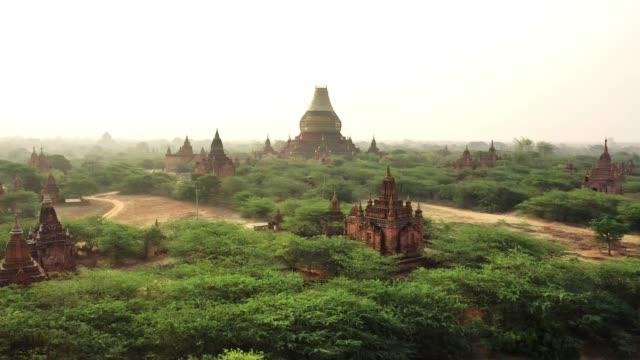 szenische luftaufnahme des bagan-erbes - kambodschanische kultur stock-videos und b-roll-filmmaterial