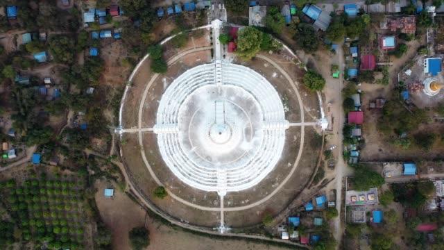 マンダレーの hsinbyume パゴダの風光明媚な空中景色 - 仏塔点の映像素材/bロール