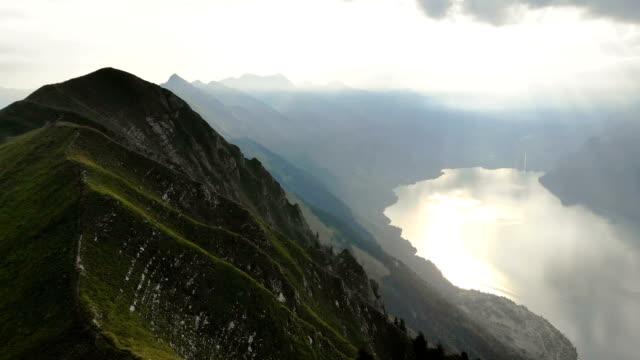 malerische luftaufnahme von bergen in der nähe des sees - kanton bern stock-videos und b-roll-filmmaterial