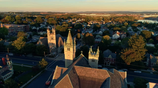 scenic aerial view of nazareth, pennsylvania, with his churches at sunset. aerial drone video with the forward camera motion. - горы поконо стоковые видео и кадры b-roll