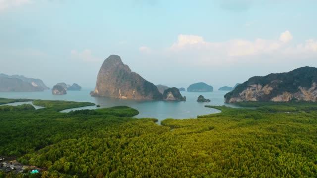 vidéos et rushes de vue aérienne pittoresque de phang nga au lever du soleil - forêt tropicale humide