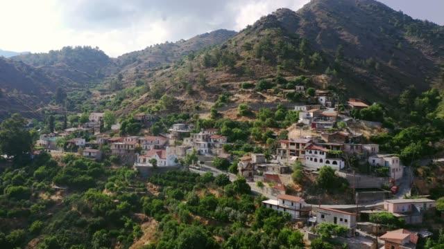 scenic flygvy över staden i bergen på cypern - grekisk kultur bildbanksvideor och videomaterial från bakom kulisserna