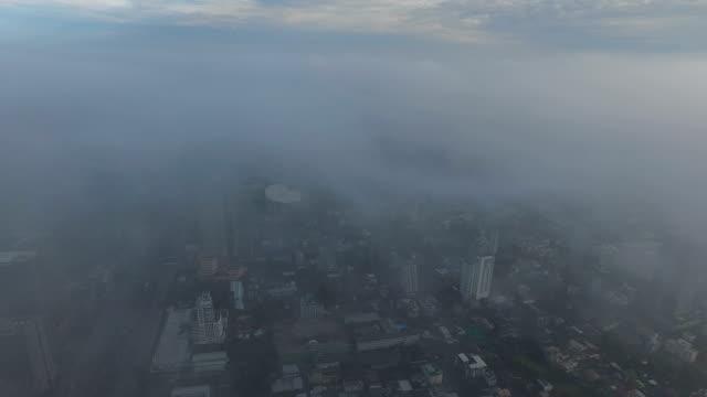 stockvideo's en b-roll-footage met schilderachtige landschap op mist in bangkok, thailand - luchtvervuiling