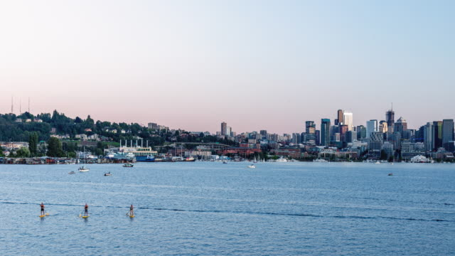 レイクユニオンシアトルの風光明媚なサンセットボート回転タイムラプス ビデオ