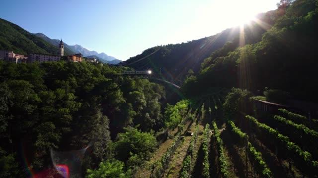 vídeos de stock e filmes b-roll de scenic train centovalli railway locarno-domodossola on bridge. - lago maggiore