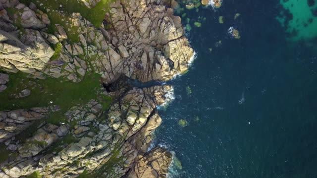 malerische aussicht über cornwall küste landschaften - 4k fliegen - englandreise stock-videos und b-roll-filmmaterial
