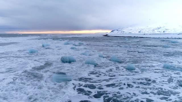vídeos y material grabado en eventos de stock de ws vista panorámica icy ocean seascape, black beach, islandia - diez segundos o más