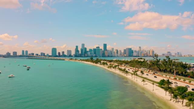 vídeos de stock, filmes e b-roll de ws scenic view miami beach, miami, flórida, eua - baía