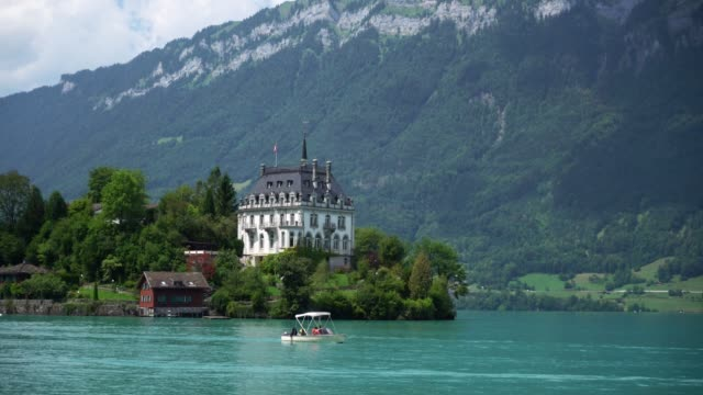 vídeos de stock e filmes b-roll de scenic view of boat on interlaken lake in switzerland - castle