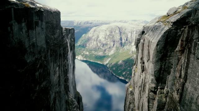 scenic view on lysefjorden from kjerag - fiordo video stock e b–roll
