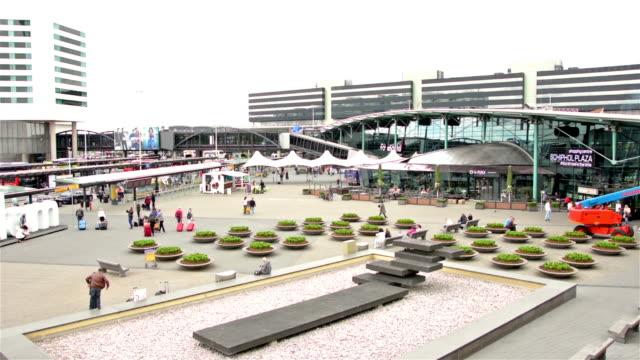 stockvideo's en b-roll-footage met schiphol airport terminal building outdoors - schiphol