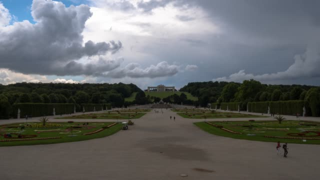 vídeos de stock e filmes b-roll de schönbrunn storm time lapse - smart city
