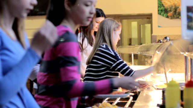 vídeos de stock e filmes b-roll de escola jantar - cantina
