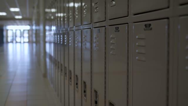 vídeos de stock, filmes e b-roll de armários escolares - armário com fechadura