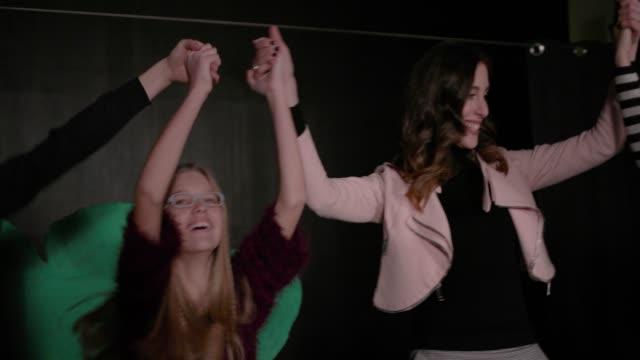 vidéos et rushes de répétition de lecture école - art du spectacle