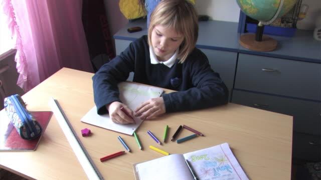 schoolgirl sketching - bordsjordglob bildbanksvideor och videomaterial från bakom kulisserna