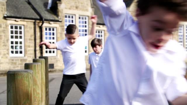 vidéos et rushes de la cour d'école fun - élève