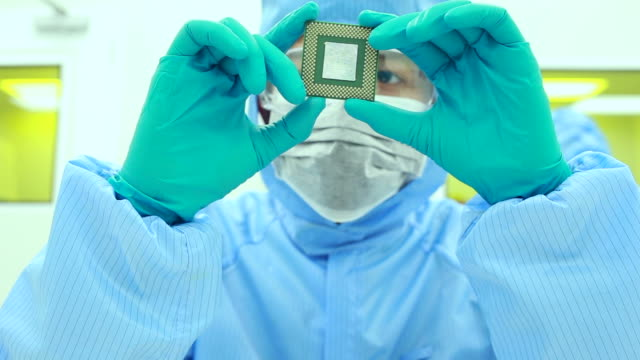Scientists in Modern Make Computer Chips