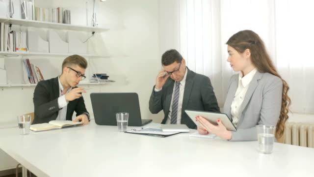 Mich ausgeschimpft von der Chef – Video