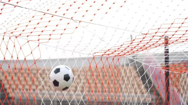 vídeos de stock e filmes b-roll de goal scored with soccer ball - campeão soccer football azul