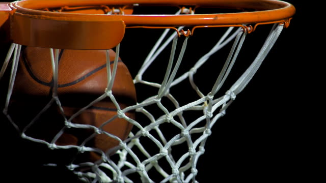 stockvideo's en b-roll-footage met scoring a basket (super slow motion) - basketbal teamsport