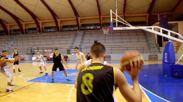 3 つのポインターを得点 - バスケットボール点の映像素材/bロール
