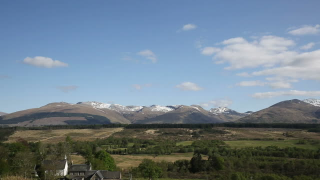 scottish countryside and snow topped mountains ben nevis scotland uk - fort william video stock e b–roll
