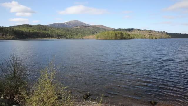 scottish loch garry scotland uk lake near fort william - fort william video stock e b–roll