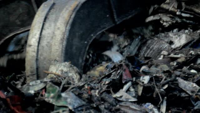 Scrap Yard Claw video
