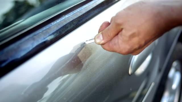 CU TS Scratching Car With A Key