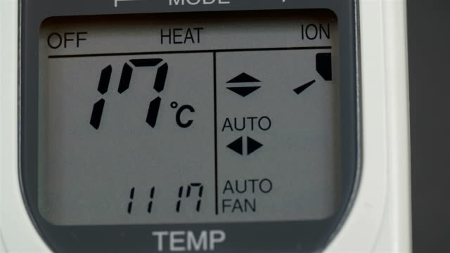 screen of an aircon machine with temperatures - temperatura video stock e b–roll