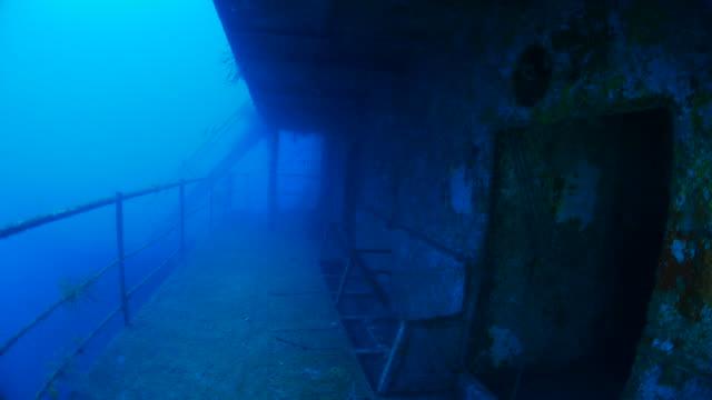 scuba diving inside the shipwreck - кораблекрушение стоковые видео и кадры b-roll